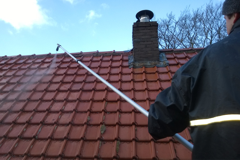 roof cleaning softwash without high pressure